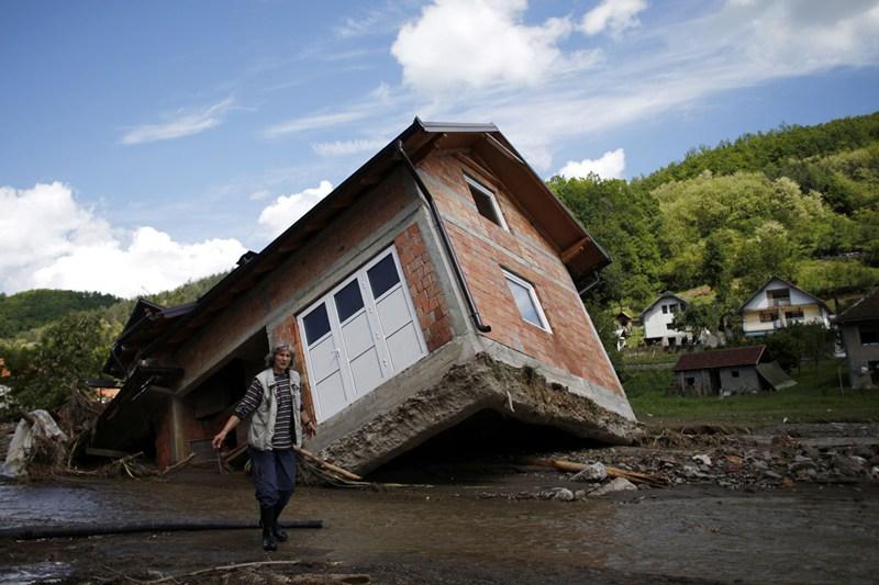 kuca uništena u poplavi