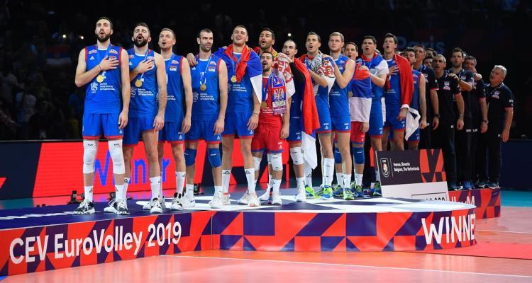 srpski odbojkasi novi sampioni evrope 2019 trece zlato na EP za srbiju pobednicko postolje zlatne medalje srpkih odbojkasa himna boze pravde