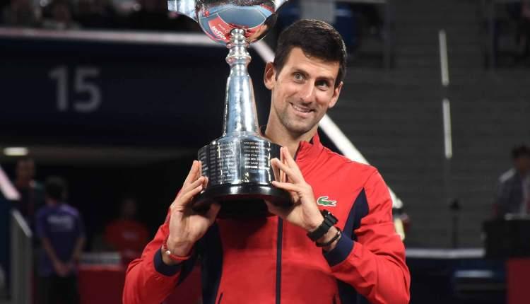 atp 500 tokio japan novak djokovic sa peharom nole pobedio dzona milmana u finalu sa 6-3 6-2 za 76 titulu u karijeri u 110 finalu