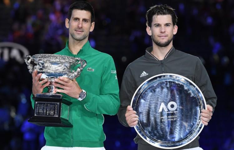 novak djokovic dominik tim finale australijen opena u tenisu 3-2 u setovima pobednički pehari