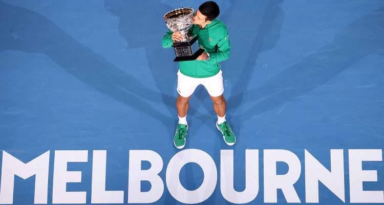 novak djokovic dominik tim finale australijen opena u tenisu 3-2 u setovima pobednicki pehar